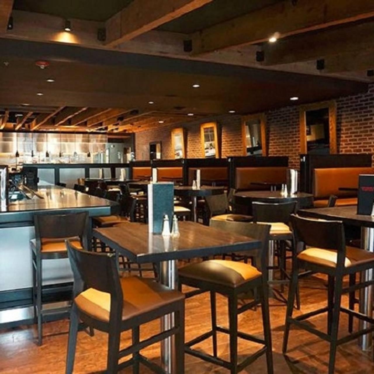 6 Mile Chophouse Restaurant Lawrence Ks Opentable