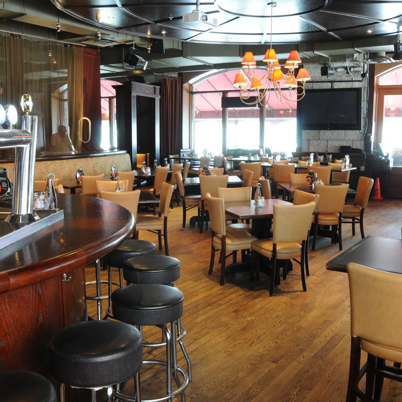 Rotisserie St Hubert Gare Windsor Restaurant Montreal Qc