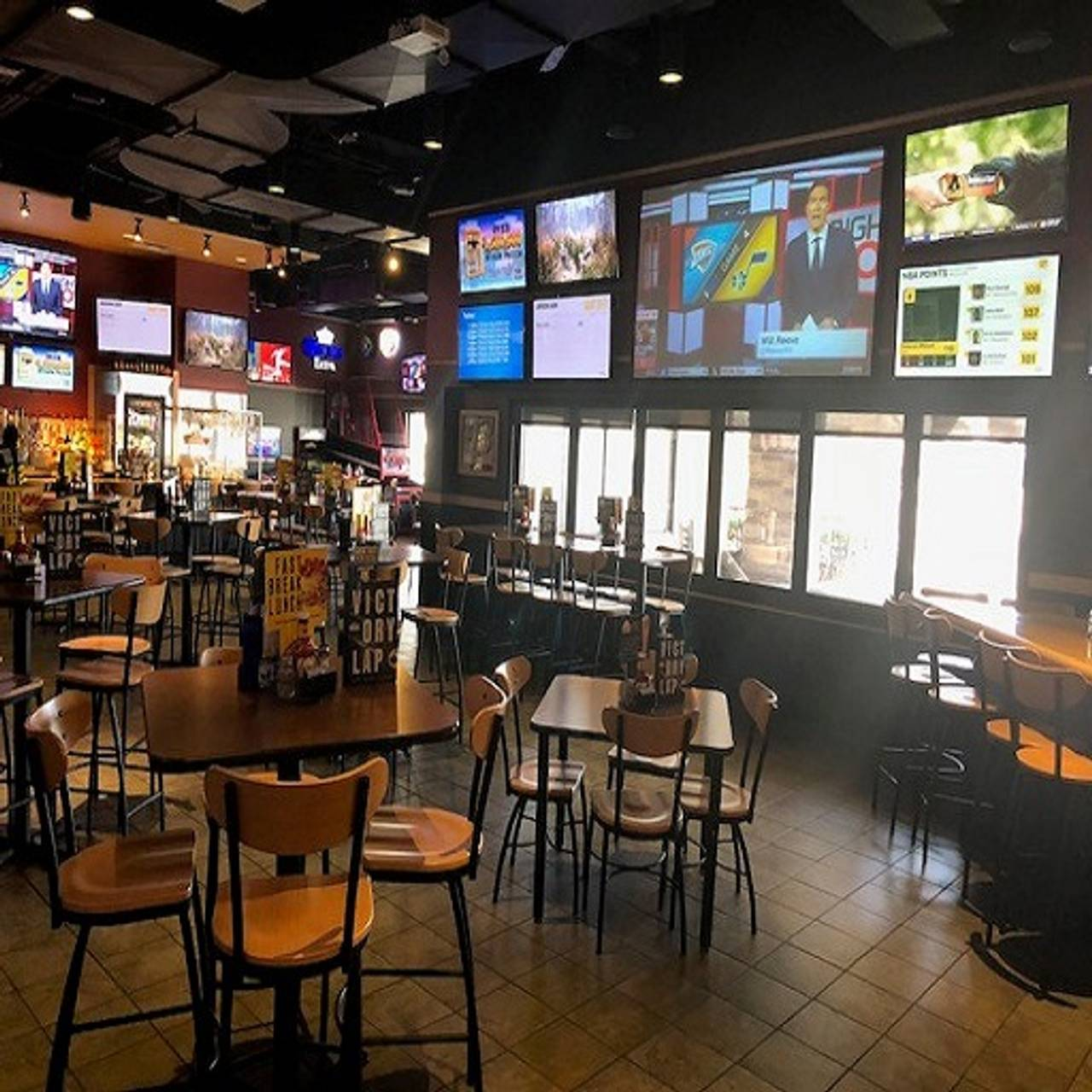 Dining Room Buffalo Wild Wings Farmington Hills Mi