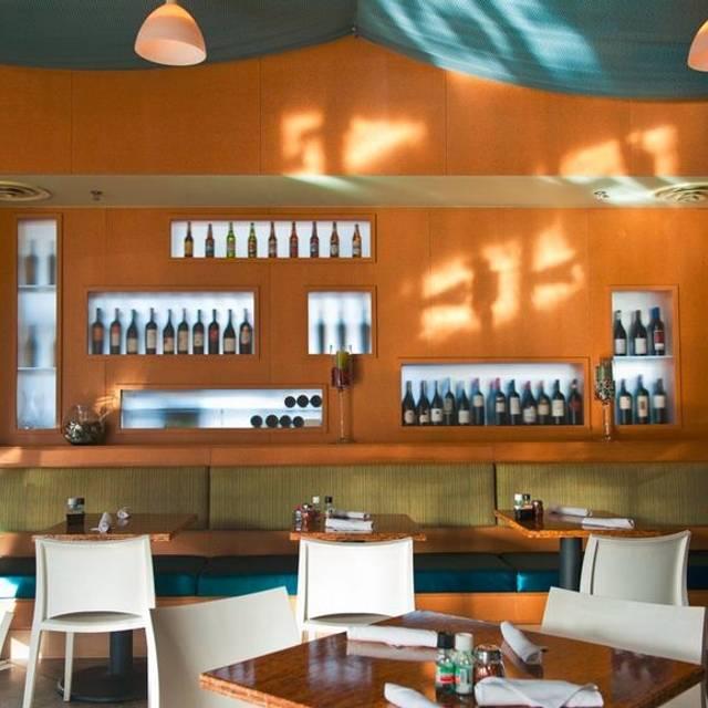 The Grove Wine Bar Lakeway, Lakeway, TX