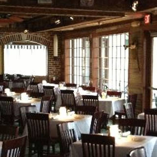 22 Restaurants Available Nearby Landry S Seafood House St Louis