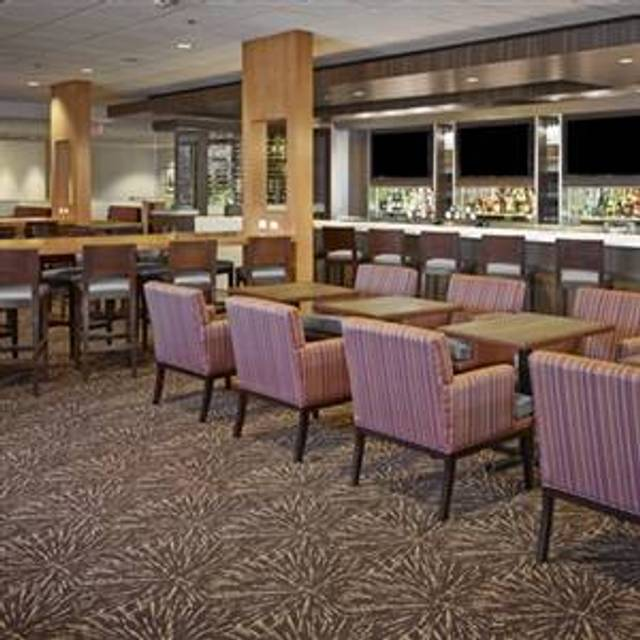 Stages Kitchen + Bar - DoubleTree by Hilton, Edmonton, AB