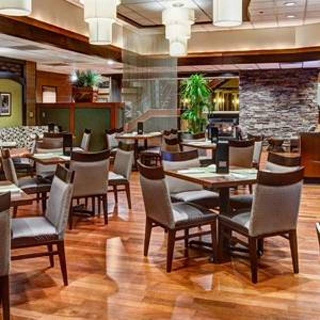 Seaports Restaurant And Lounge The Doubletree Seattle Airport