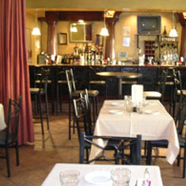 10 Restaurants Near Van Ness University Of The District Columbia Metro Station Opentable