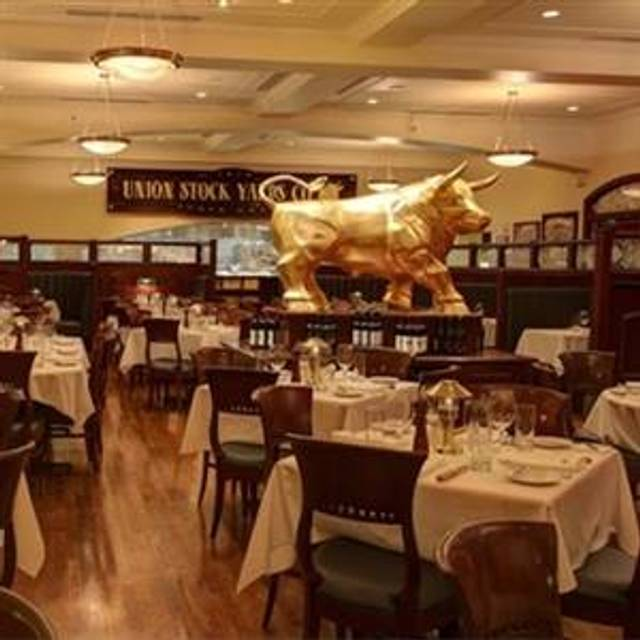 10 Restaurants Near Doubletree By Hilton Hotel Executive Meeting Center Omaha Downtown Opentable