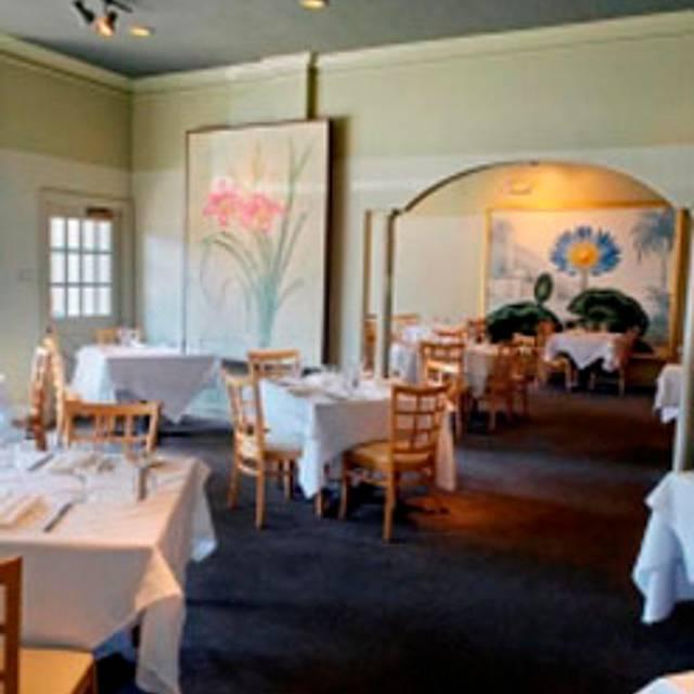 Daniel George Restaurant And Bar