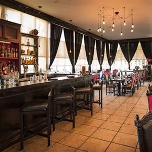10 Restaurants Near Doubletree By Hilton Anaheim Orange County Opentable