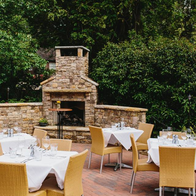 Table Main Restaurant Roswell GA OpenTable - Patio furniture roswell ga