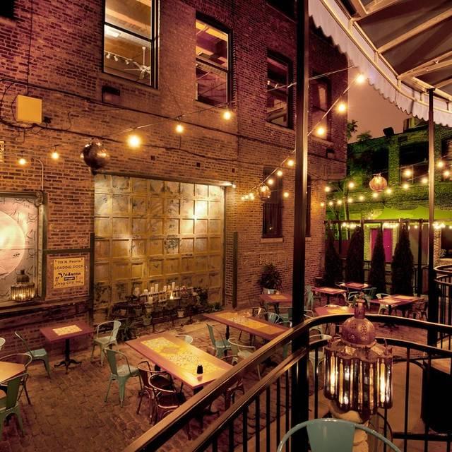 RM Champagne Salon, Chicago, IL