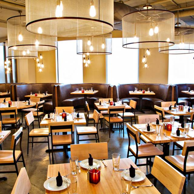 Penn commons restaurant washington dc opentable - Table restaurant washington dc ...