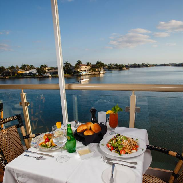 Bayside seafood grill bar naples fl opentable for Fish restaurant naples