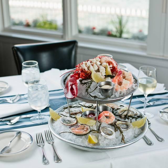 10 Best Restaurants In Milwaukee Read Reviews Reserve On Kayak