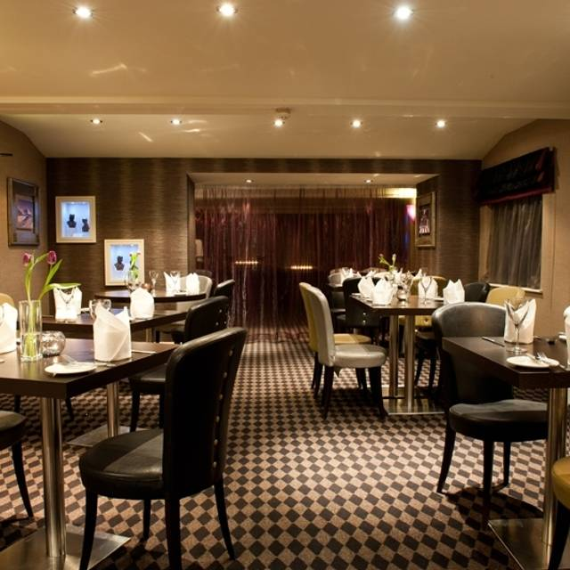 L3 Lounge Bar And Grill The Best Western Feathers Liverpool Merseyside