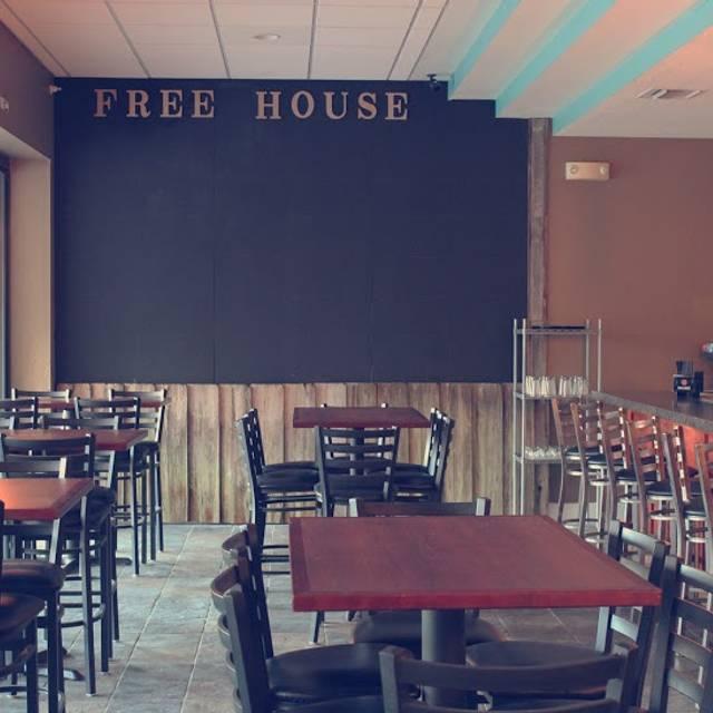 Free House American Eatery & Pub, Delray Beach, FL