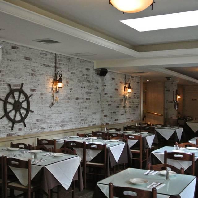 Telly's Taverna, Astoria, NY