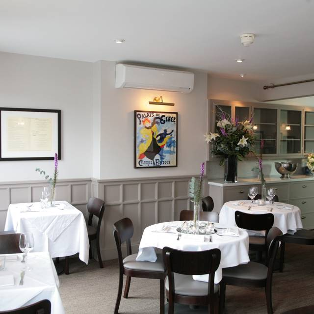 The french table restaurant surbiton greater london for The french table 85 maple road surbiton surrey kt6 4aw