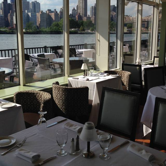 Water S Edge Restaurant Long Island City Ny Opentable