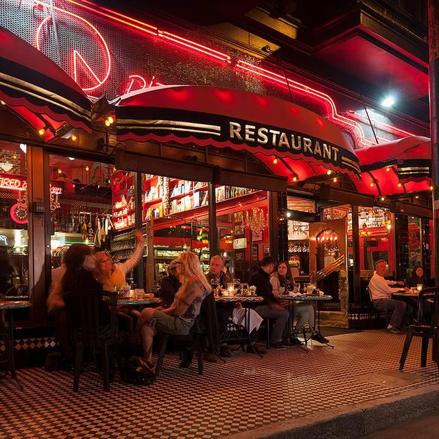 Restaurant - Calzone's Pizza Cucina, San Francisco, CA