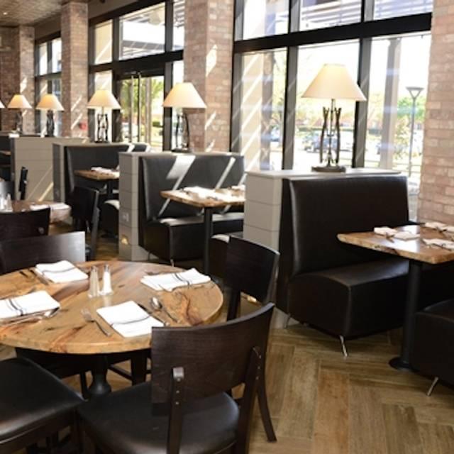 R Bar & Grill Arlington, Arlington, TX