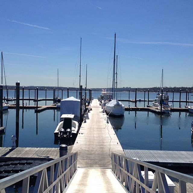 Marcos Pier Marco S Waterfront Grill Port Washington Ny