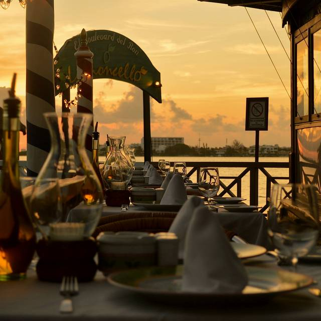 Atardecer en Limoncello - Ristorante Limoncello, Cancun, ROO