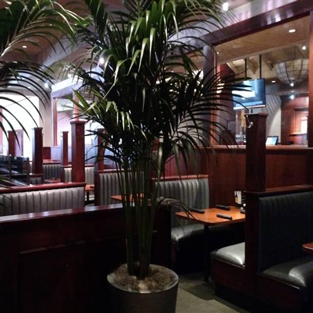 Houlihan S At The Hilton Springfield
