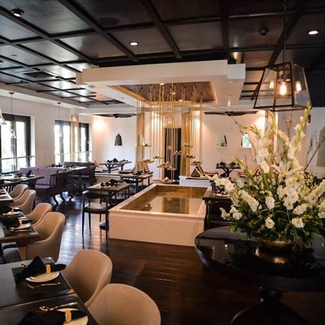 Noi Thai Cuisine Honolulu Restaurant Info Reviews Photos Kayak