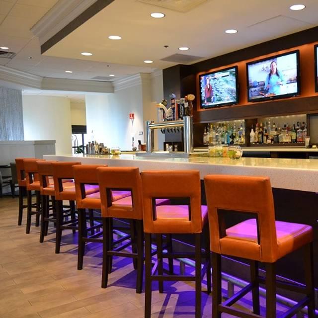 Sevens Bar Grill Crowne Plaza San Jose Silicon Valley Milpitas Ca