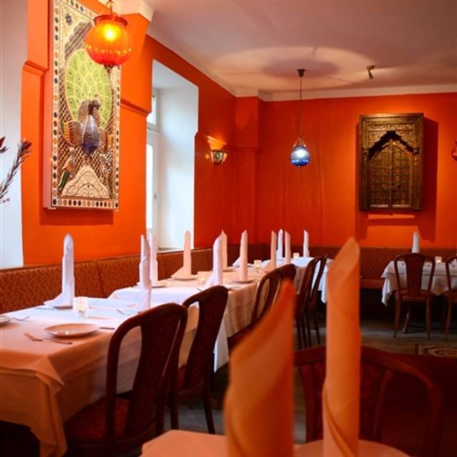 dhaba m nchner freiheit restaurant m nchen by opentable. Black Bedroom Furniture Sets. Home Design Ideas