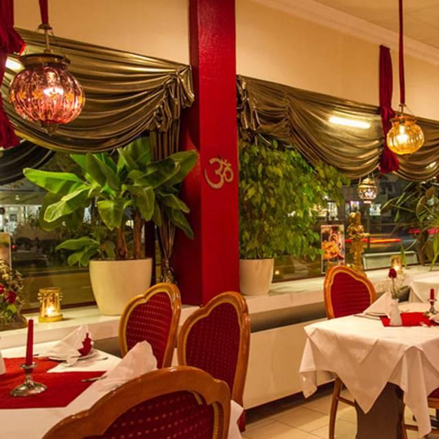 guru indisches restaurant m nchen by opentable. Black Bedroom Furniture Sets. Home Design Ideas