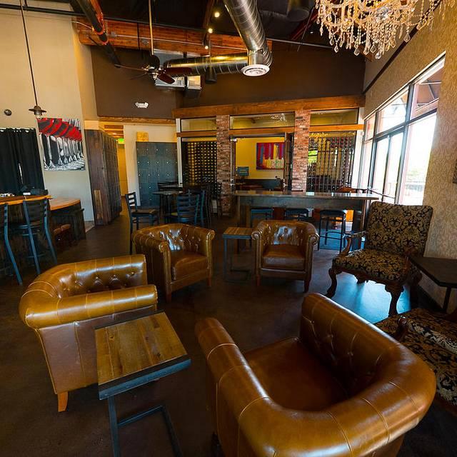 House of Oliver Restaurant & Wine Lounge, Roseville, CA