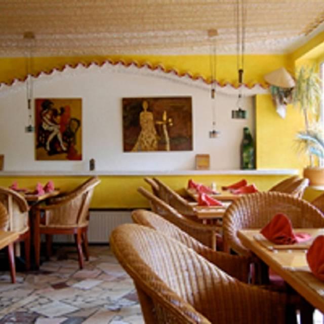 Saigon Cafe Restaurant Vietnamnese Food Sushi Hamburg Restaurant Info Reviews Photos Kayak