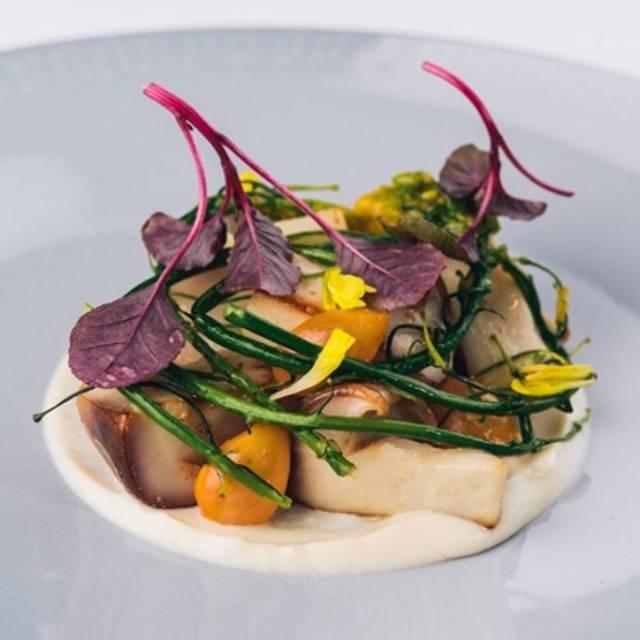 Spitzmorcheln, Mandelcreme Und Extrakt Von Aomori Knoblauch - Restaurant reinstoff, Berlin