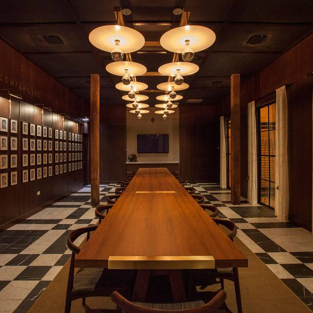Momotaro chicago il opentable for Best private dining rooms chicago