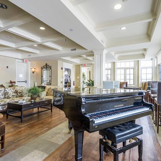 Rawley Piano Lounge - Rawley Resort, Port Severn, ON