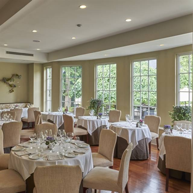 Langdon Hall Dining Room, Cambridge, ON