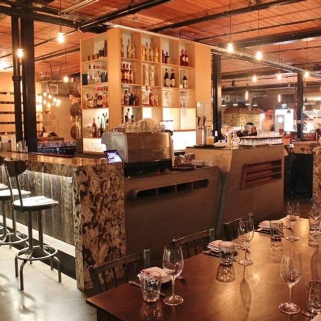 Ovest cucina e Vineria, Toronto, ON