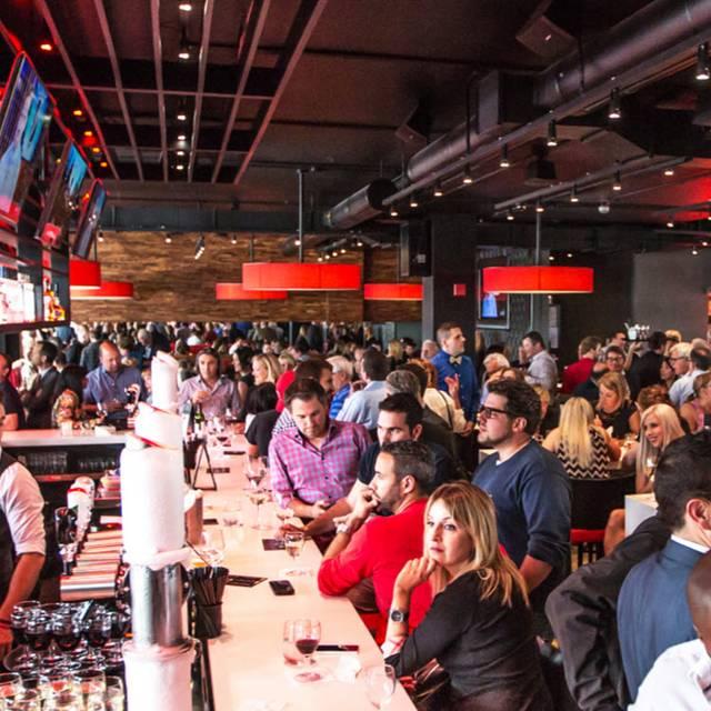 Houston Avenue Bar & Grill - Square Victoria, Montréal, QC