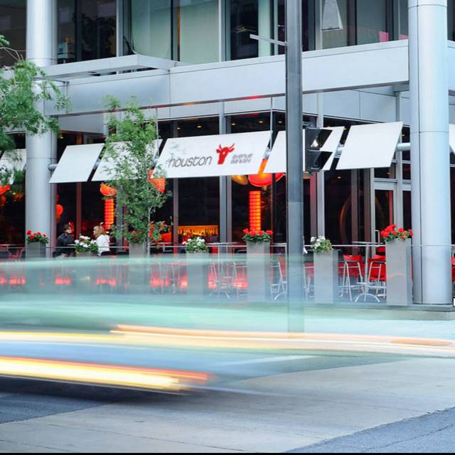 Outside - Houston Avenue Bar & Grill - Square Victoria, Montréal, QC