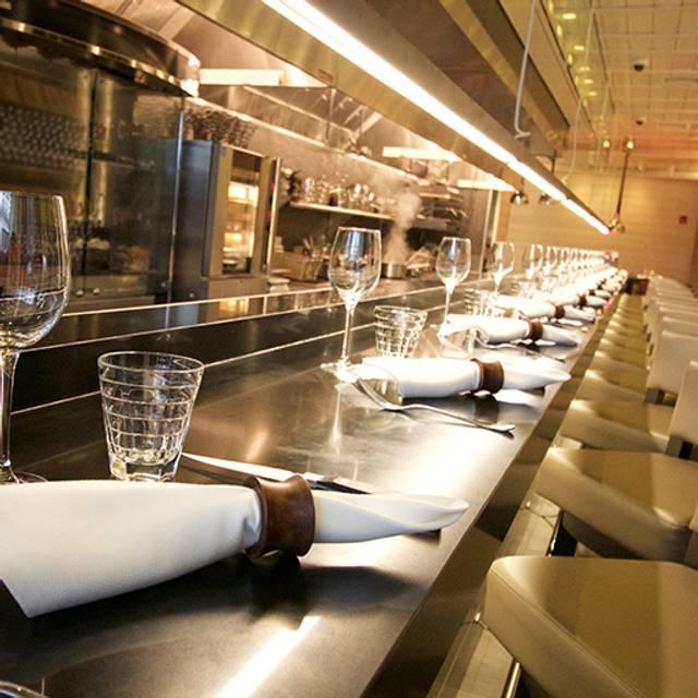 Ambiance-kitchen-bar-lecoqriconyc - Le Coq Rico, New York, NY