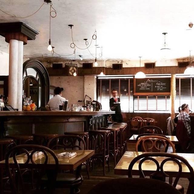 Mar S Queens Restaurant Info Reviews Photos Kayak