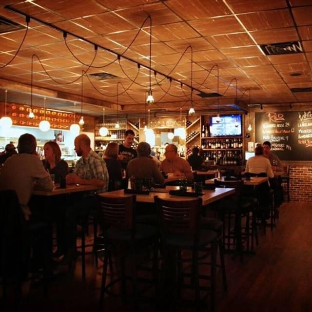 Louie S Wine Dive And Kitchen  Overland Park Ks