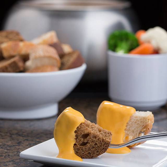 Cheese On Bread - The Melting Pot - Poughkeepsie, Poughkeepsie, NY