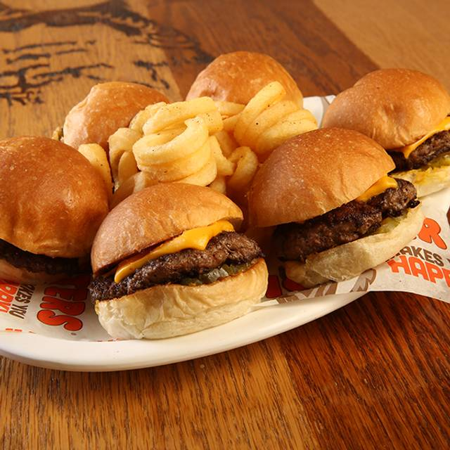 Hooters Cancún - Malecon Americas, Cancún, ROO