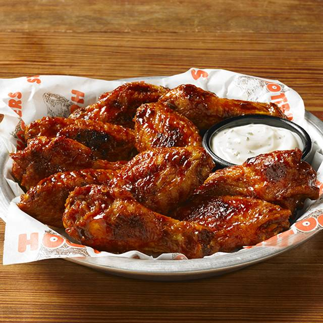 Daytona Wings - Hooters Cancún - Malecon Americas, Cancún, ROO
