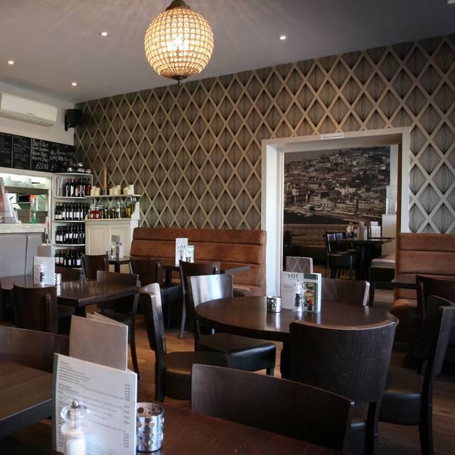 Brentwood Elementary: Lot Bar & Restaurant - Brentwood, Essex