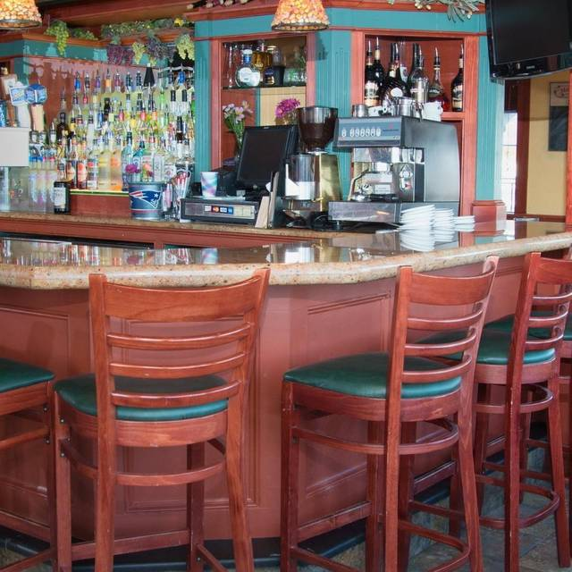 Restaurants in plymouth ma with keno