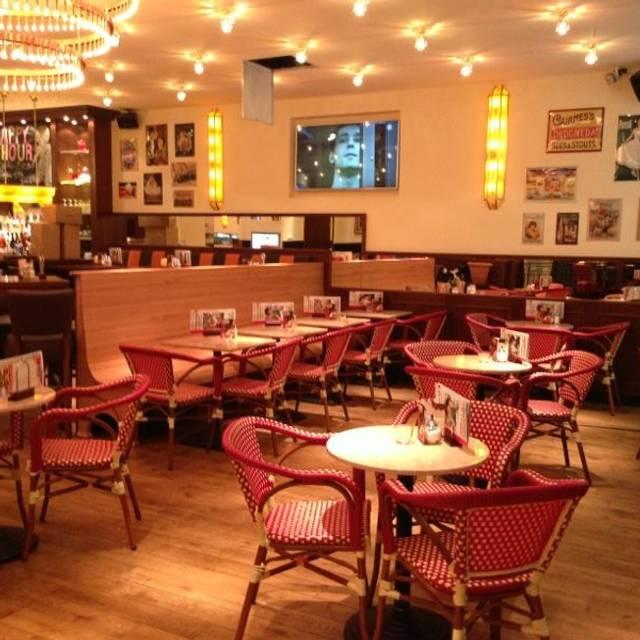 Cafe Extrablatt Düsseldorf restaurant - Düsseldorf, NW | OpenTable
