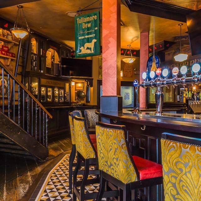 Chi Cwa - fadó Irish Pub & Restaurant - Chicago, Chicago, IL