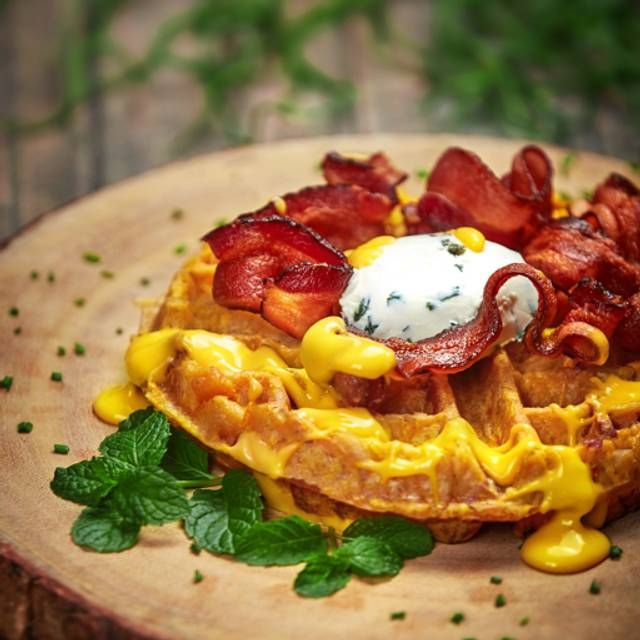 Mac & Cheese Wafflw With Bacon - Plank, Playa del Carmen, ROO
